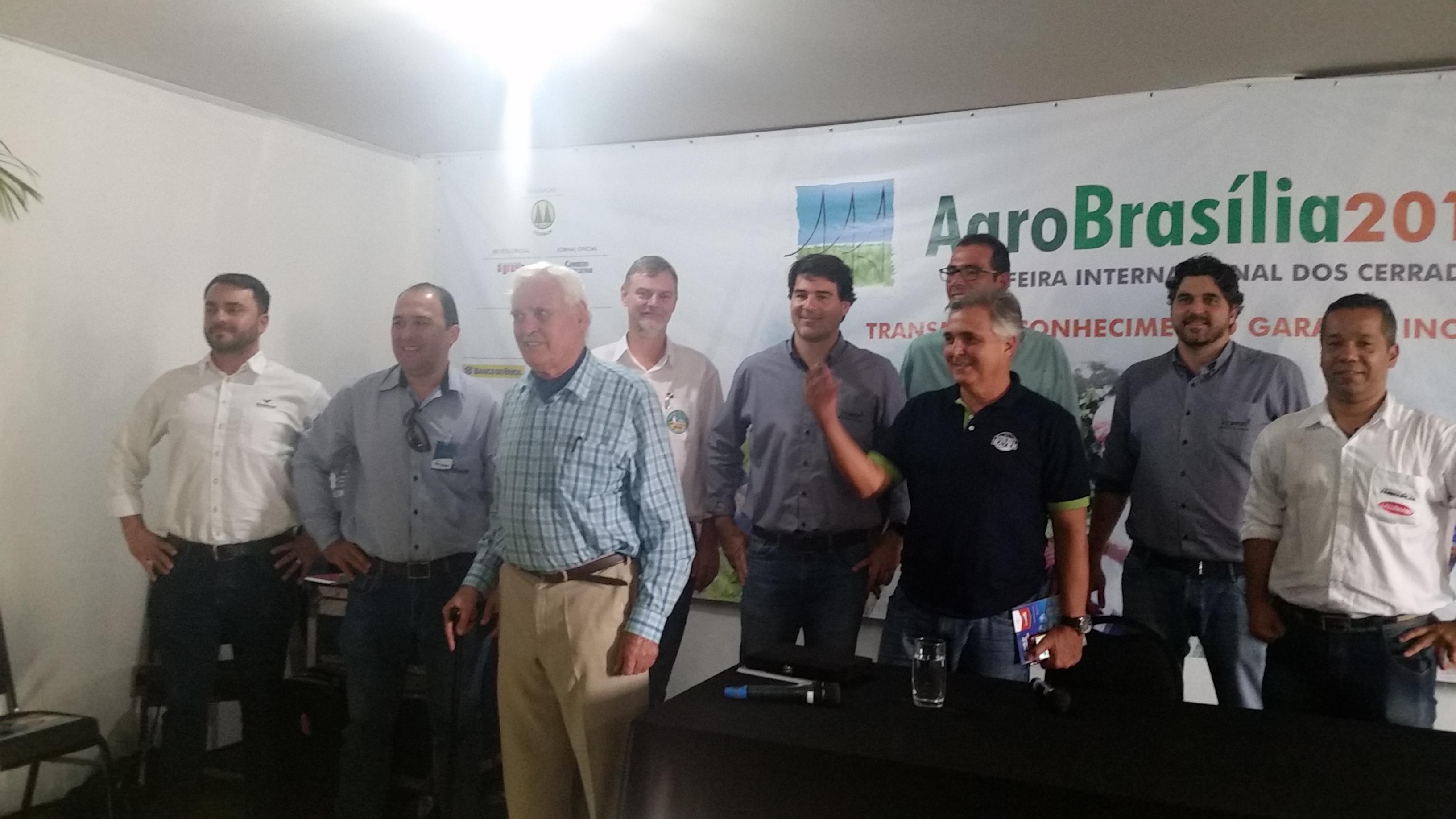 Representantes das empresas, John Landers, Alfonso Sleutjes e Gustavo Herrman