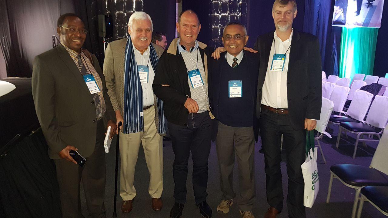 John Landers e Alfonso Sleutjes ao lado de palestrantes da FAO