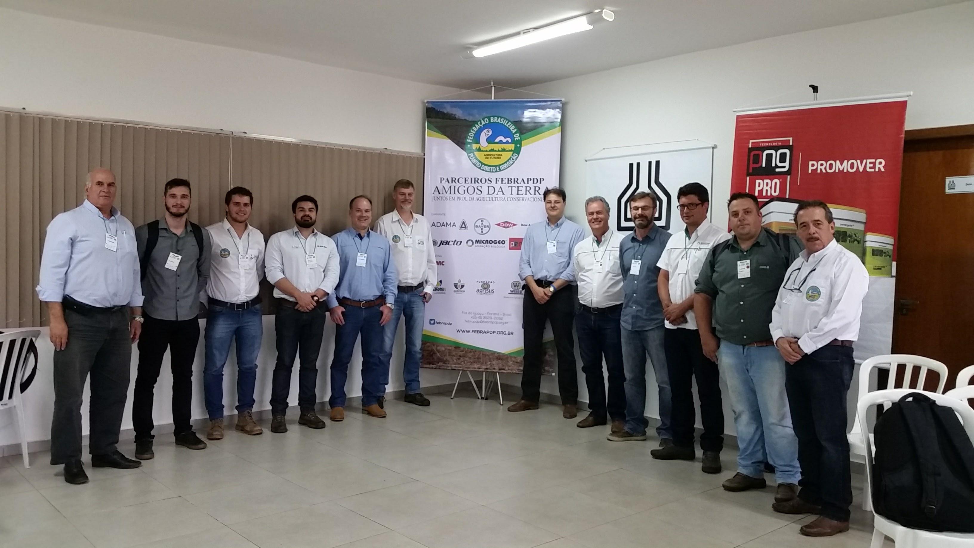 Diretoria da FEBRAPDP com representantes das empresas participantes do Amigos da Terra e palestrantes