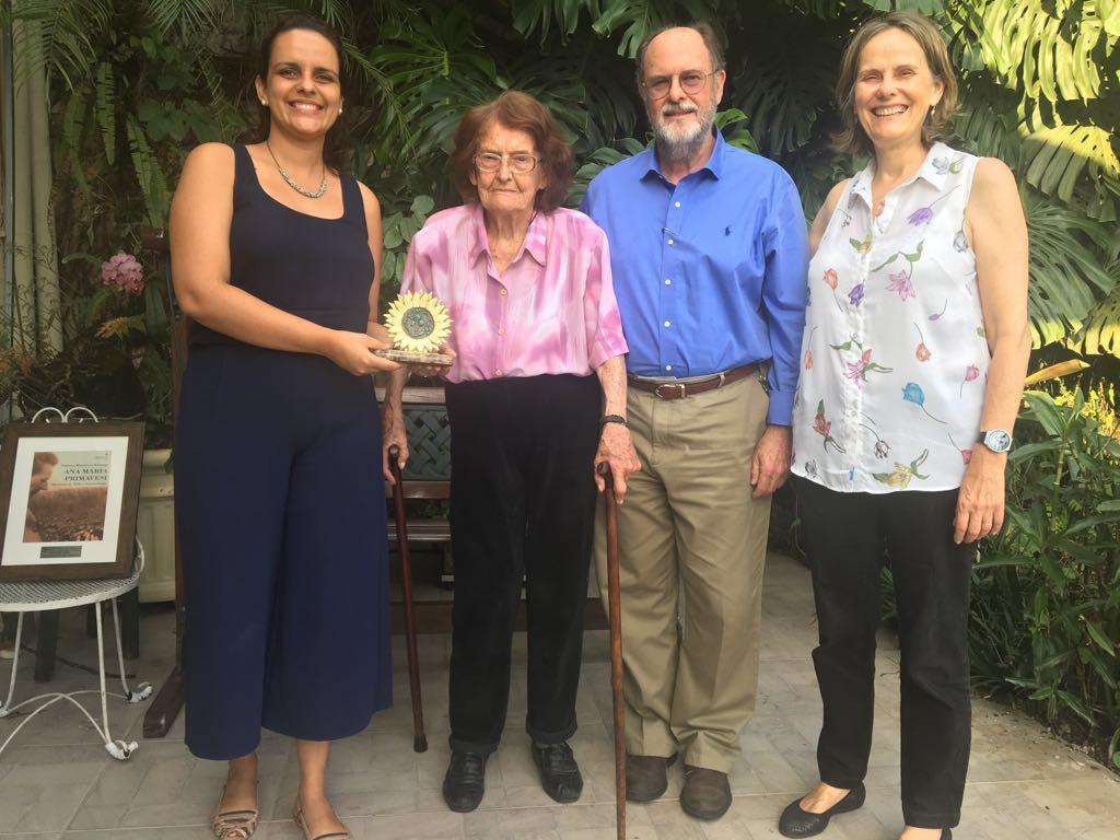 Ao centro, eng agr Ana Maria Primavesi e Paulo D´Andréa (diretor da Microgeo)